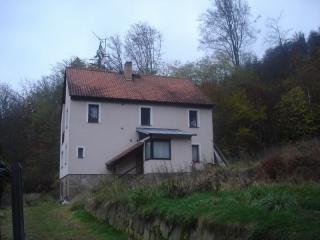 Dům s pozemky v Karlových Varech (podíl 1/2 - druhá polovina dražena současně v další dražbě)